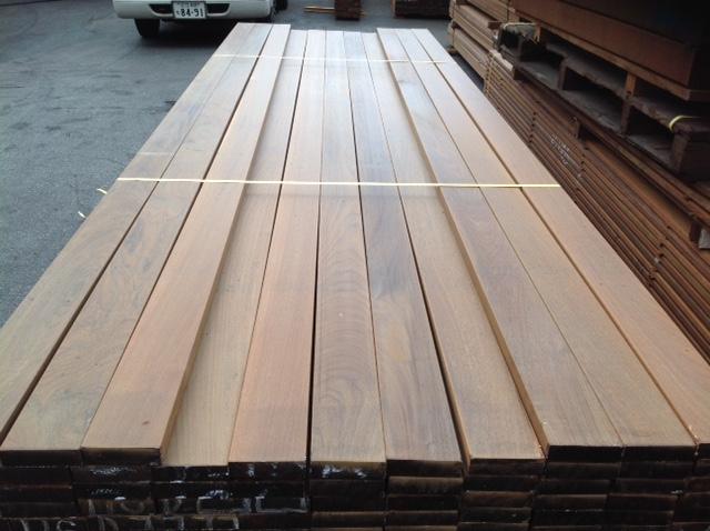 木材のサンダー仕上げ