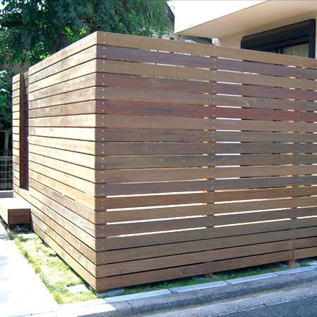 フェンスも自社工場で加工できるので、ご自由なデザインに対応出来ます。