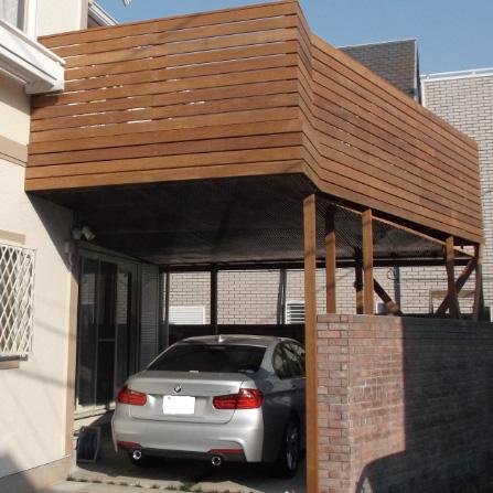 ハイデッキの下に駐車スペースを確保樹液たれ防止屋根を設置しております。